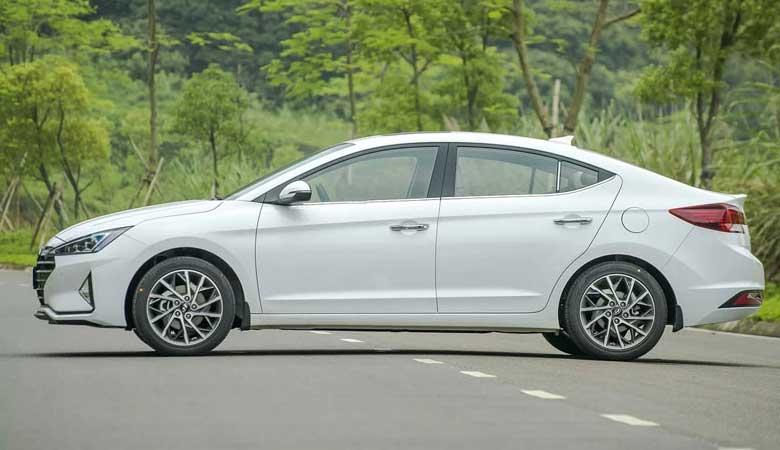 Đánh giá thân xe Hyundai Elantra 2020