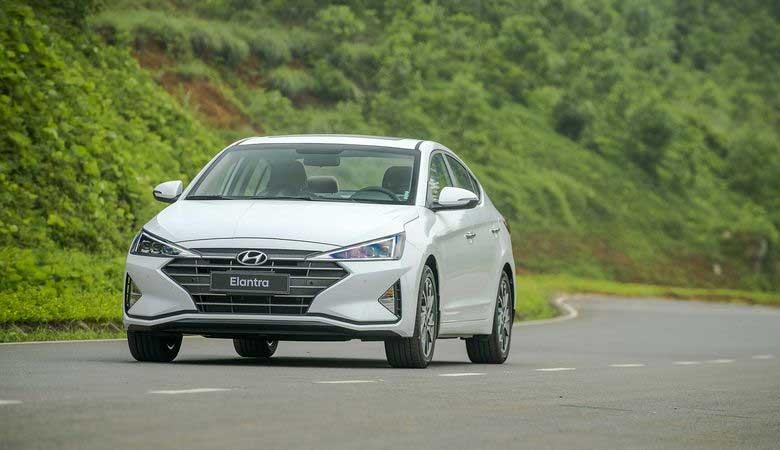 Đánh giá xe Hyundai Elantra 2020: Giá bán, khuyến mãi, thông số kỹ ...