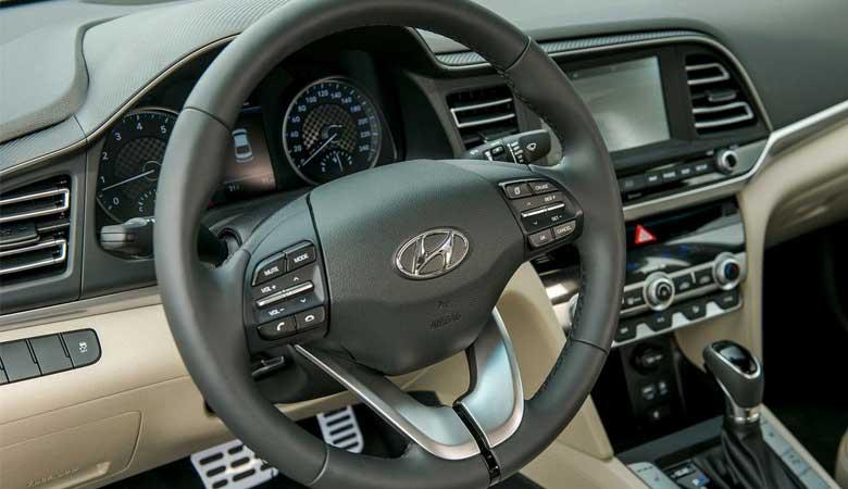 Đánh giá vô lăng xe Hyundai Elantra 2020
