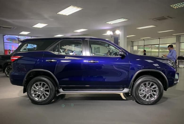 Đánh giá xe Toyota Fortuner 2021 : giá lăn bánh & khuyến mãi (09/2020) - 4