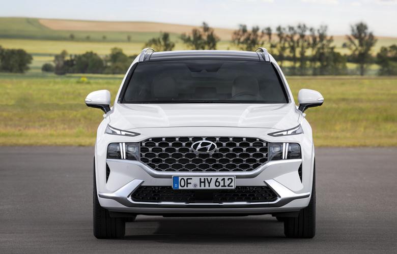 Bộ tản nhiệt mới của Hyundai SantaFe khá hiện đại và sang trọng
