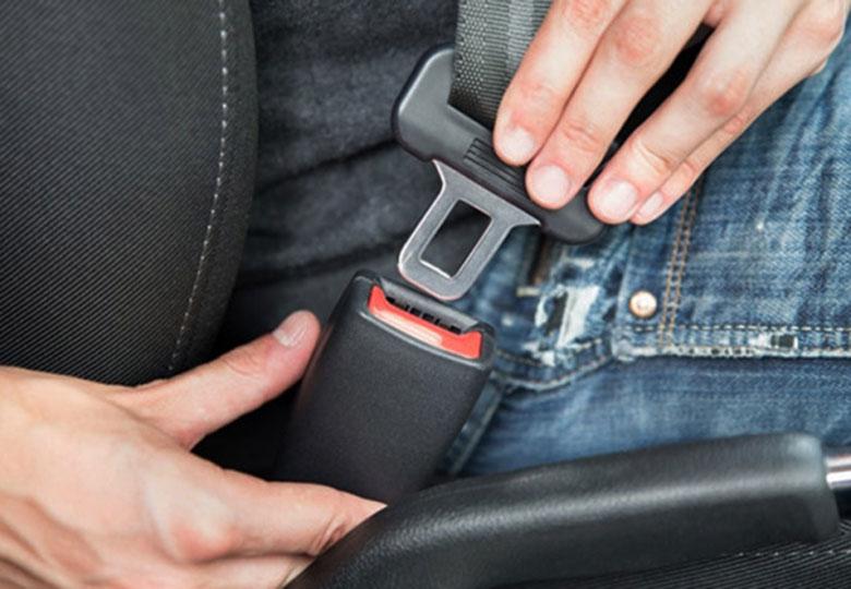 Những phụ kiện nội thất ô tô không nên lắp - 4