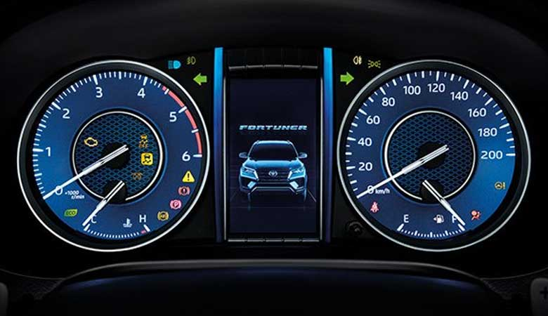 đánh giá đồng hồ lái xe Toyota Fortuner 2021