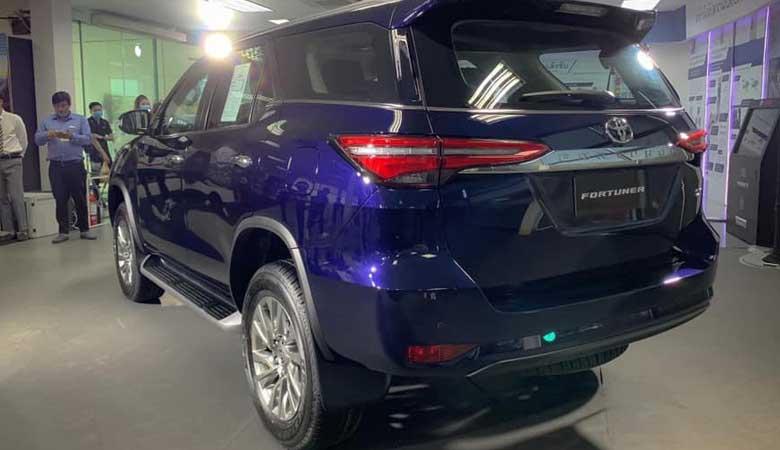 đánh giá phần đuôi xe Toyota Fortuner 2021