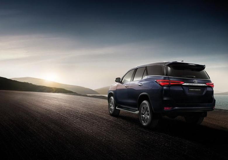 Đánh giá xe Toyota Fortuner 2021 : giá lăn bánh & khuyến mãi (09/2020) - 13