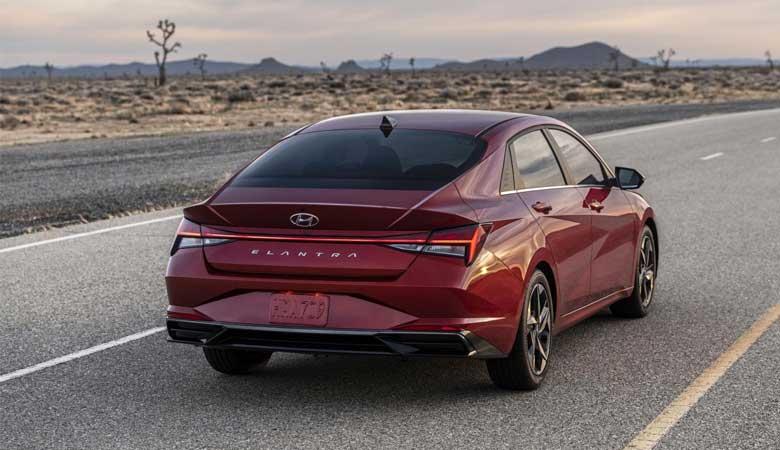 Đánh giá phần đuôi xe Hyundai Elantra 2021