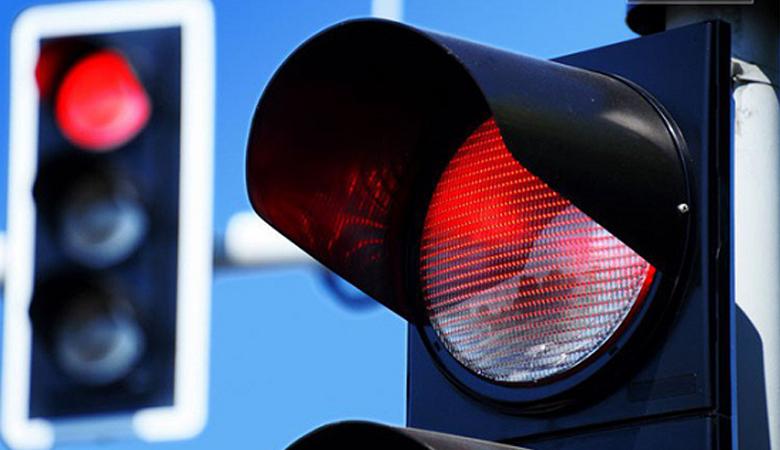Đèn đỏ có được quay đầu xe chuyển hướng không? - 4