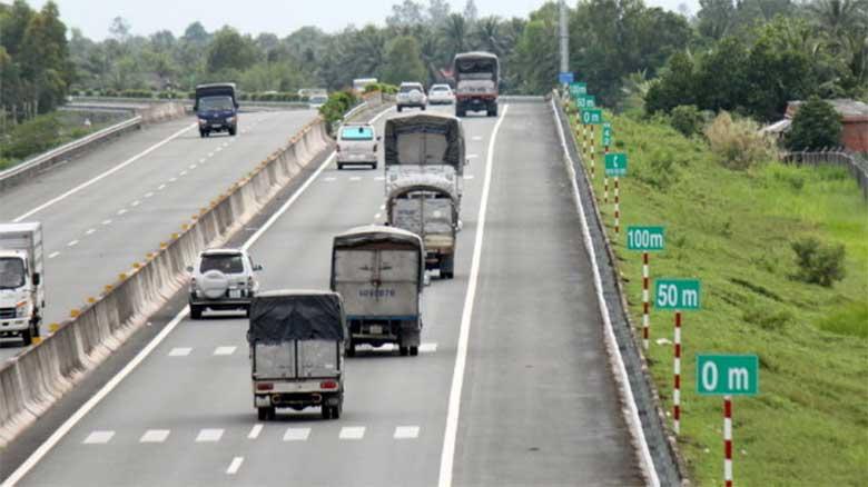 Luật quy định giữ khoảng cách an toàn giữa hai xe