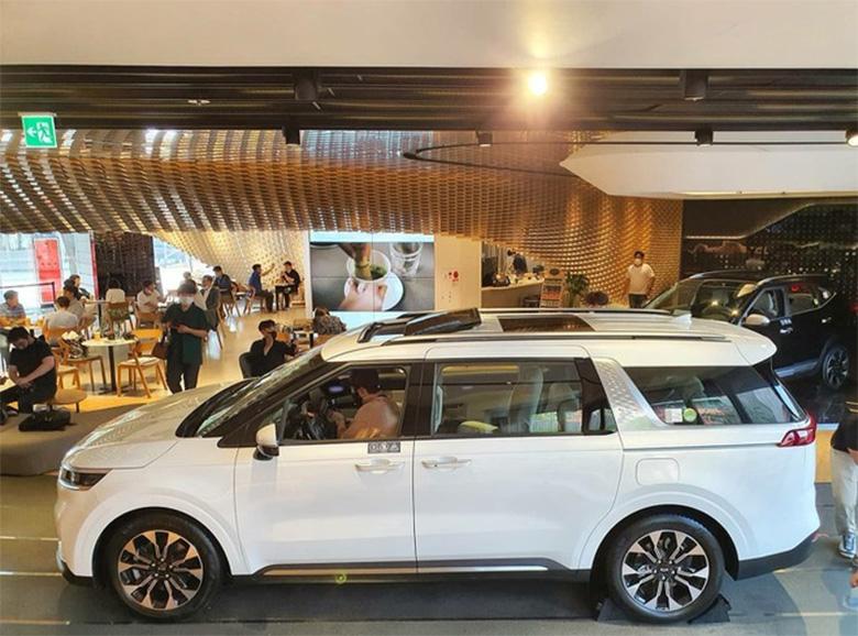 Đánh giá phần thân xe Kia Sedona 2021