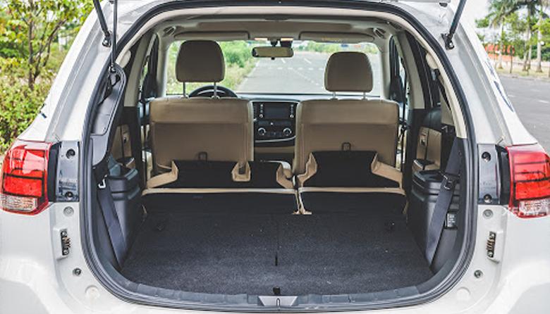 Khoang hành lý Mitsubishi Outlander