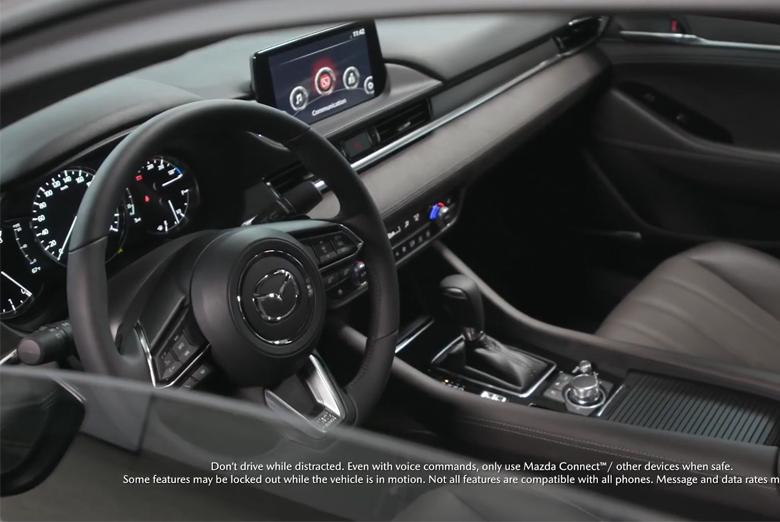 Vô lăng và đồng hồ Mazda 6 2021