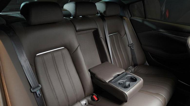 So sánh Mazda 6 2020 và Toyota Camry 2020 - 12