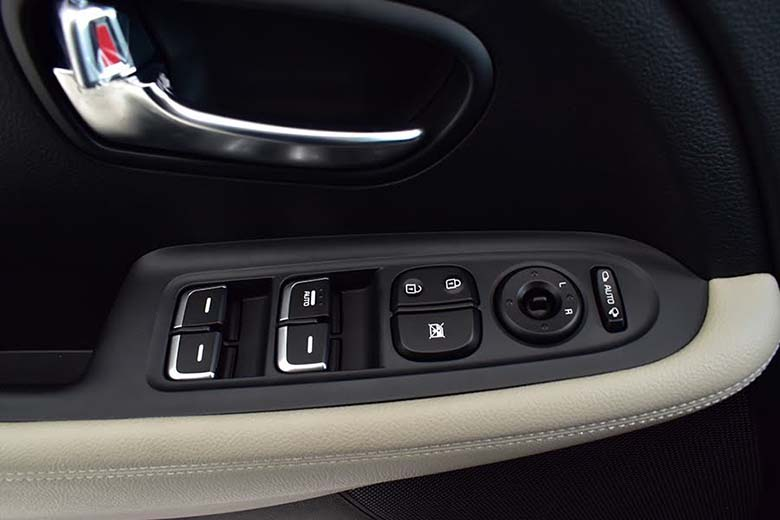 Kia Rondo 2021: MPV Crossover 7 chỗ giá rẻ - 12