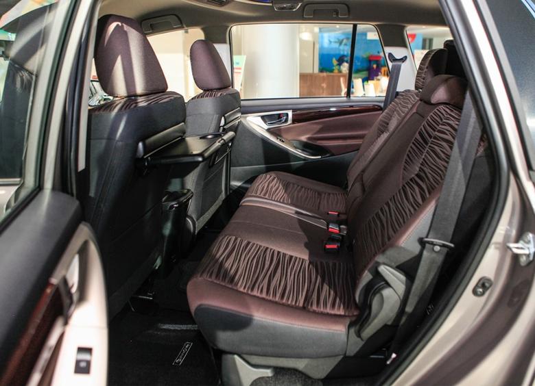Khoang hành khách Toyota Innova 2021