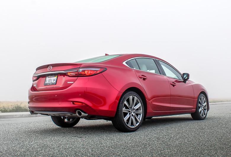 Đuôi xe Mazda 6 2021
