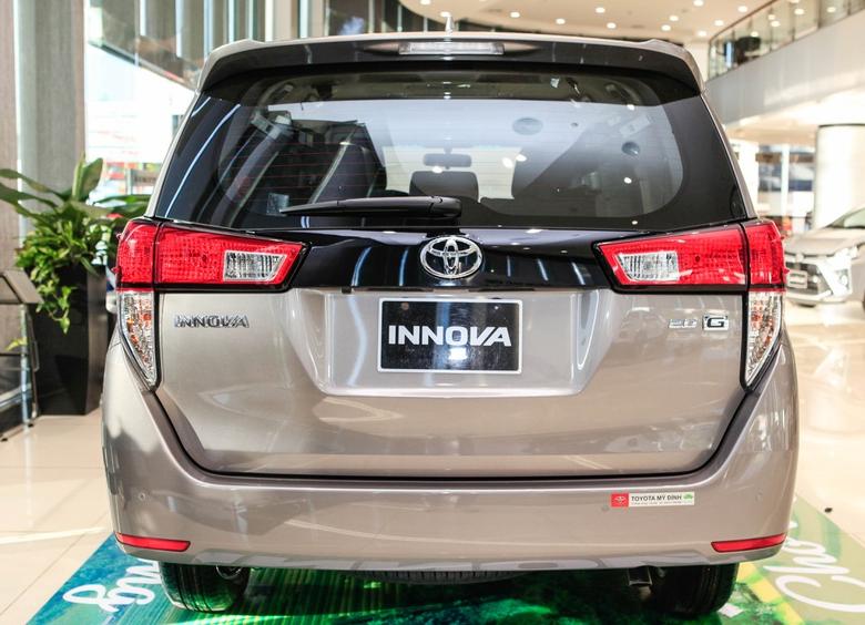Thiết kế đuôi xe Toyota Innova 2021