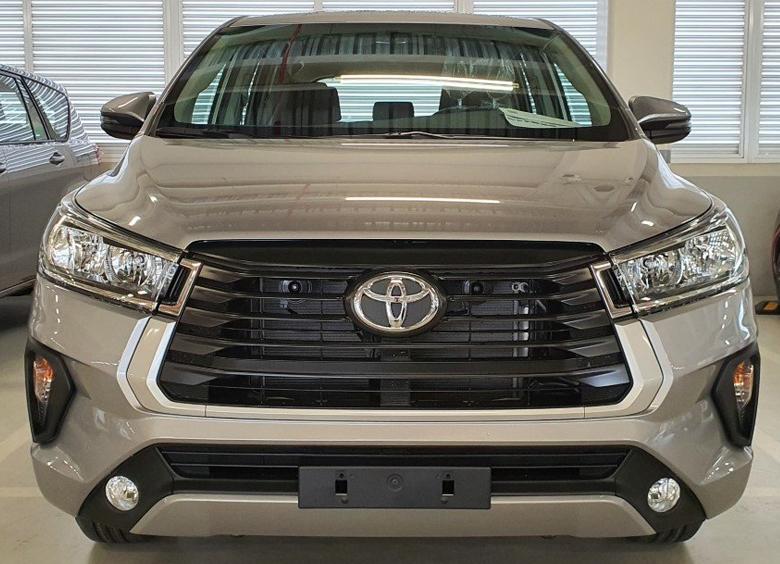 Thiết kế đầu xe Toyota Innova 2021