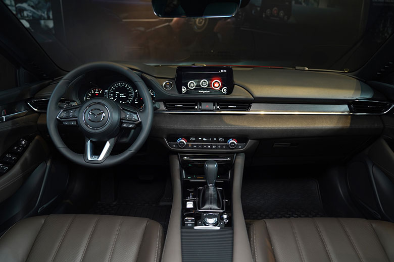So sánh Mazda 6 2020 và Toyota Camry 2020 - 8