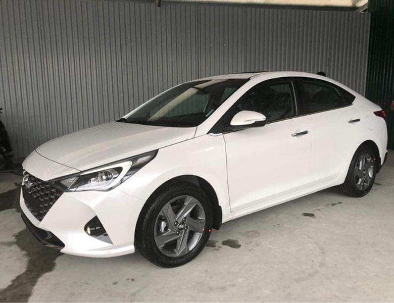 Thân xe Hyundai Accent 2021 khá mượt mà