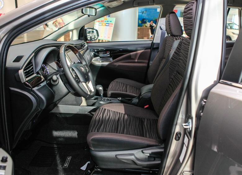 Khoang lái Toyota Innova 2021