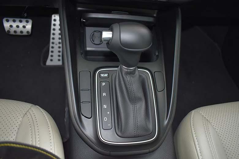 Kia Rondo 2021: MPV Crossover 7 chỗ giá rẻ - 4