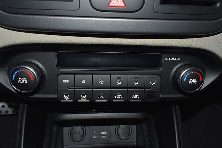 Kia Rondo 2021: MPV Crossover 7 chỗ giá rẻ - 6
