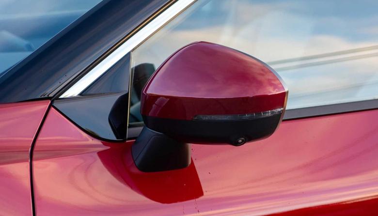 Gương chiếu hậu gập/chỉnh điện tích hợp đèn báo rẽ và camera cảnh báo điểm mù