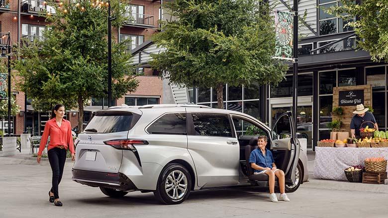 Toyota Sienna 2021: MPV cao cấp thế hệ mới giá bao nhiêu - 15