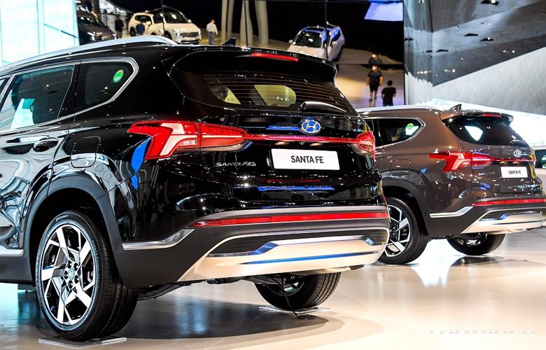 Nên mua Hyundai Santafe 2021 máy xăng hay máy dầu