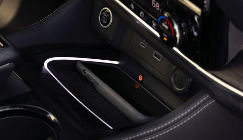 Sạc không dây Qi trên Nissan X-Trail