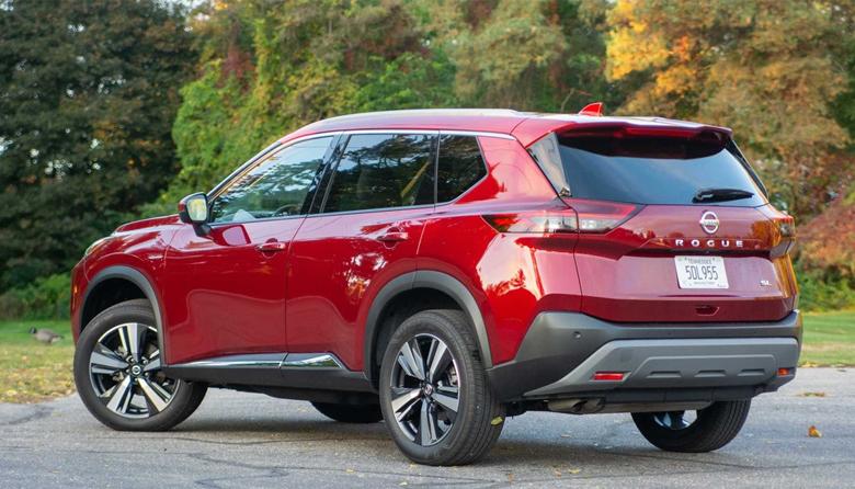 Đuôi xe Nissan X-Trail bắt mắt với cụm đèn hậu mới