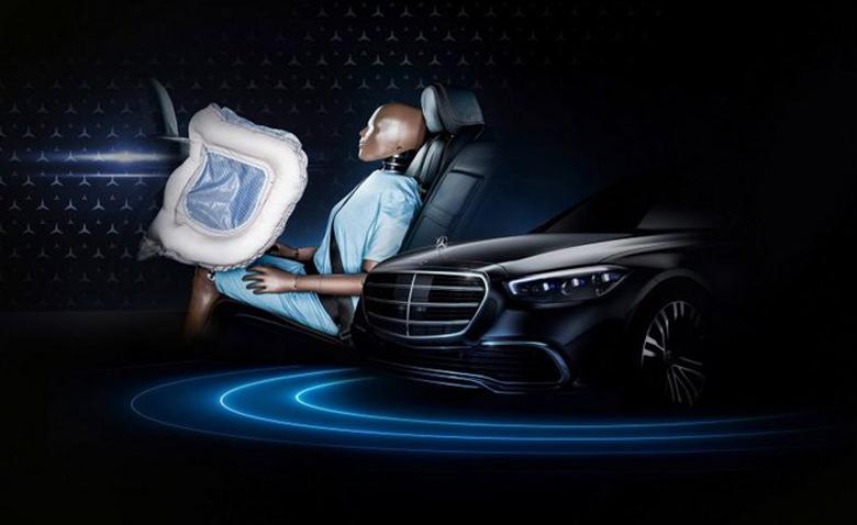 Mercedes trang bị túi khí cho hành khách ngồi phía sau