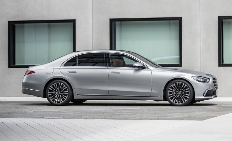 Thiết kế thân xe Mercedes S-Class thanh thoát hơn khi loại bỏ một số chi tiết dập nổi