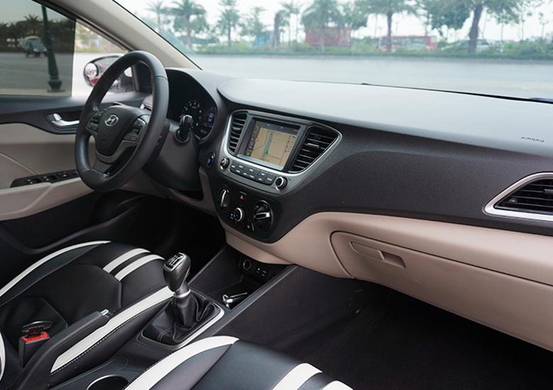 Khoang nội thất Hyundai Accent rất lịch lãm