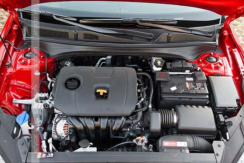 Kia Cerato có 2 tùy chọn động cơ 1.6L và 2.0L