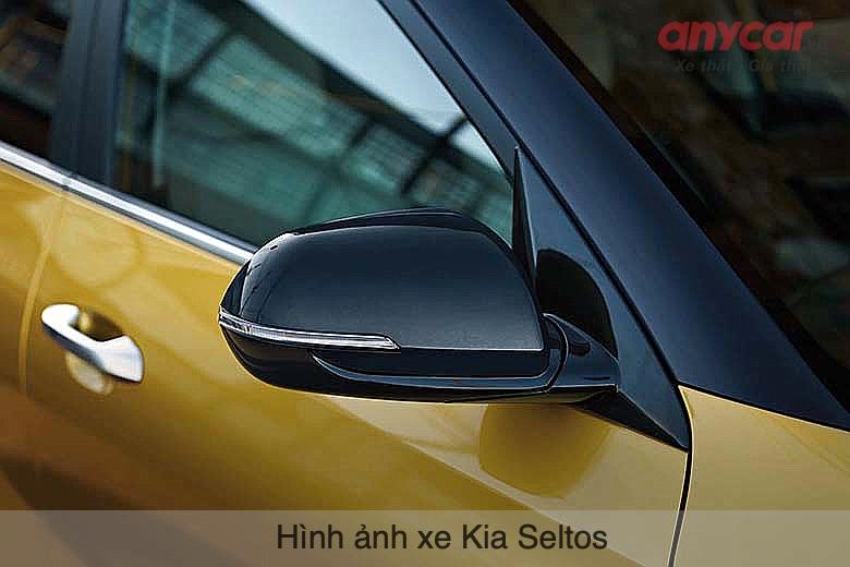 Kia Seltos sở hữu gương chiếu hậu gập/chỉnh điện tích hợp đèn báo rẽ