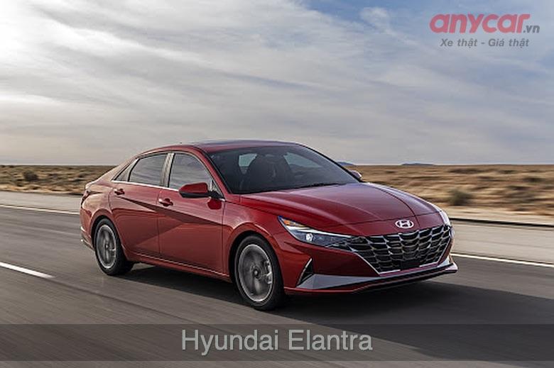 Hyundai Elantra: 580 - 769 triệu đồng