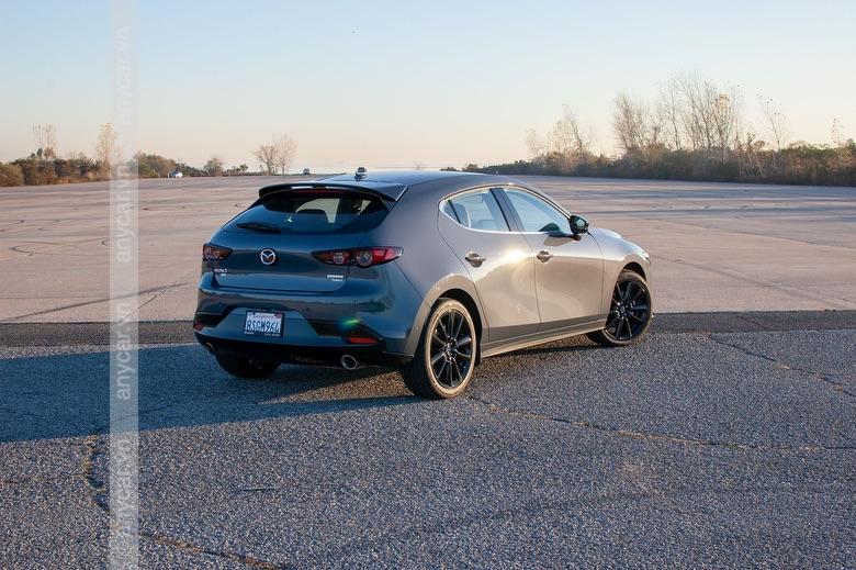 Đuôi xe Mazda 3 Hatchback gọn gàng và thể thao