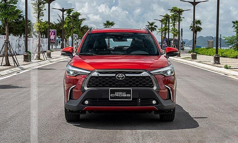 Đầu xe Toyota Corolla Cross 2021 hầm hố và thể thao