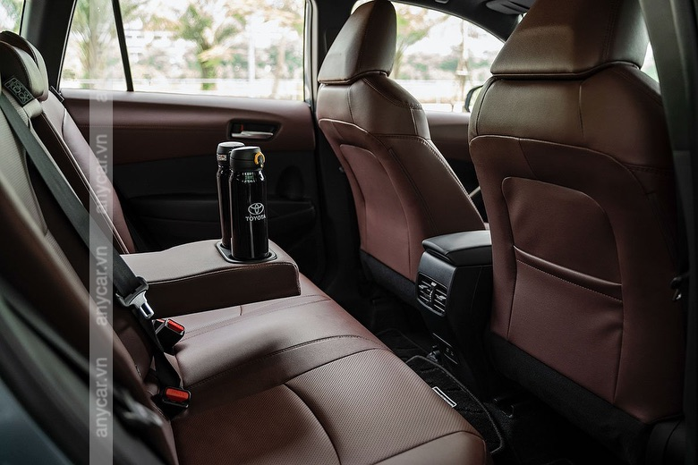 Khoang hành khách Toyota Cross 2021 rộng rãi và thoải mái