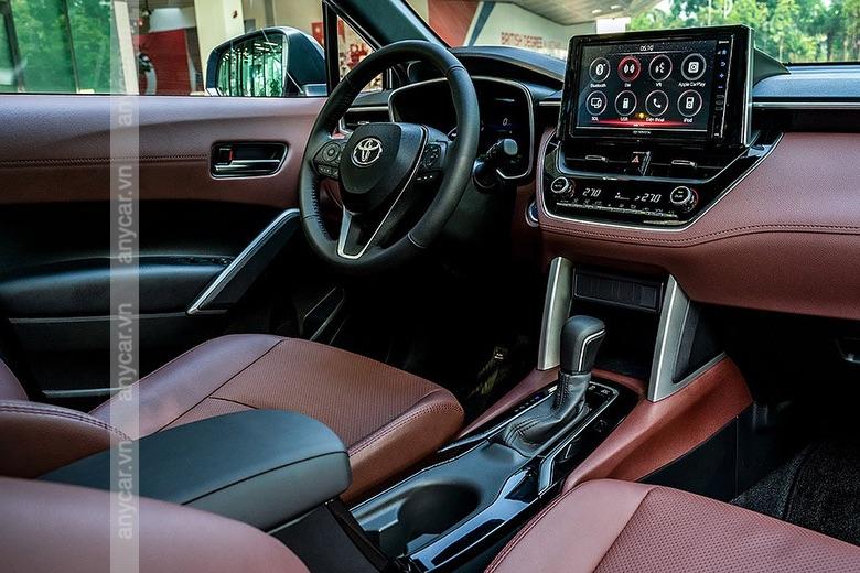 Khoang lái Toyota Corolla Cross được thiết kế sang trọng và đẳng cấp