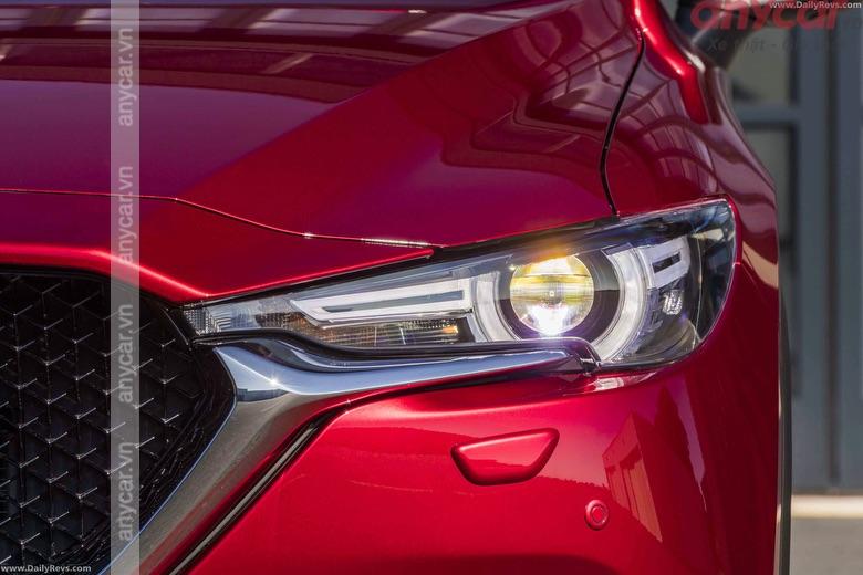 Cụm đèn pha sắc sảo của Mazda CX-5