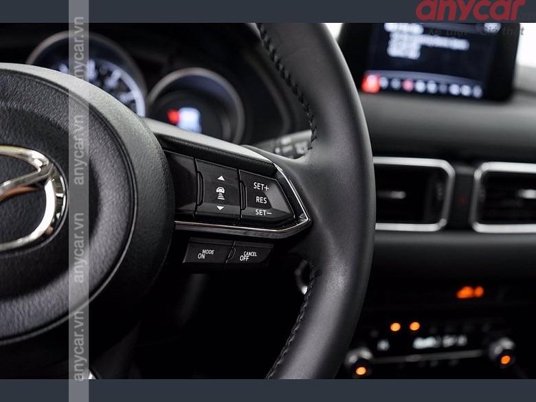 Vô lăng 3 chấu tích hợp nút bấm trên Mazda CX5