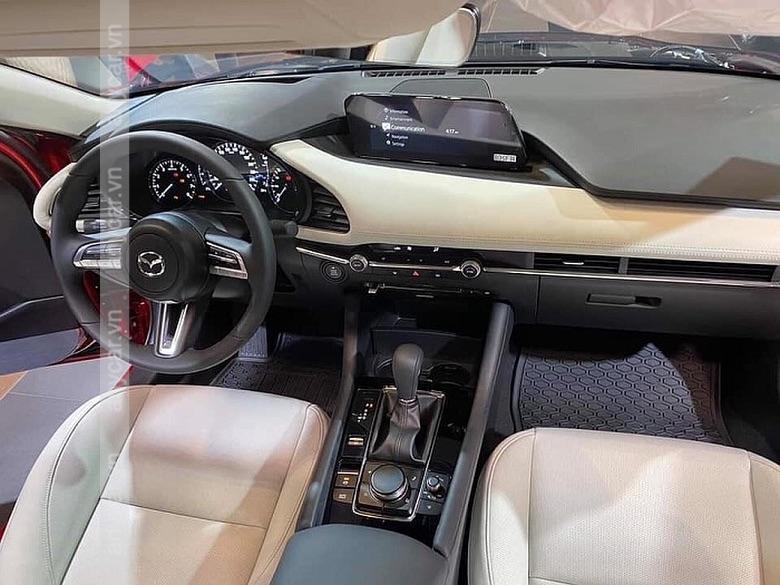 Khoang lái Mazda 3 rộng rãi, tiện nghi