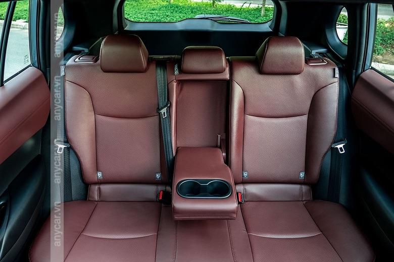 Ghế ngồi trên Toyota Cross 2021 là ghế ngồi bọc da sang trọng