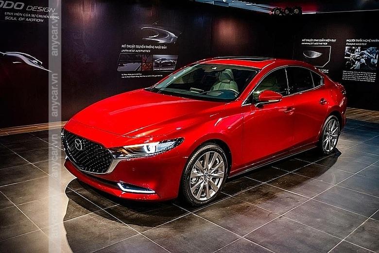 Thân xe Mazda 3 bản Sedan dài hơn, các chi tiết được mạ Chrome sang trọng