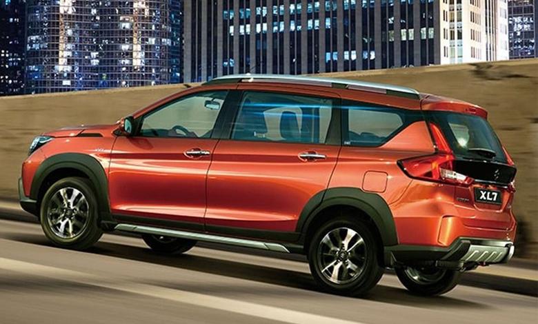 Suzuki XL7 màu cam thể thao