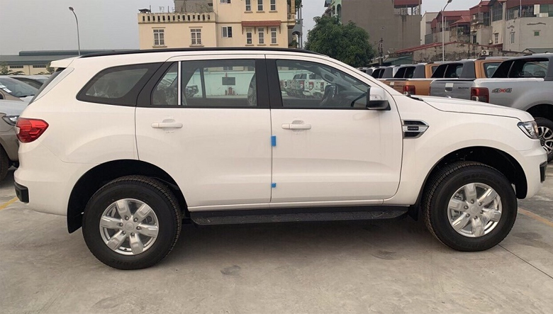 Thân xe Ford Everest Ambiente