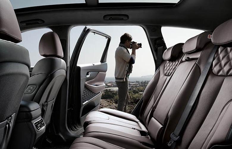 Khoang hành khách Hyundai SantaFe máy xăng