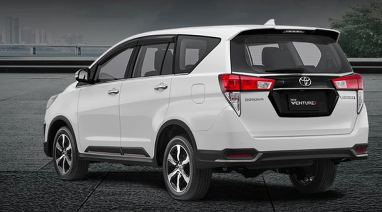 Đuôi xe Toyota Innova Venturer